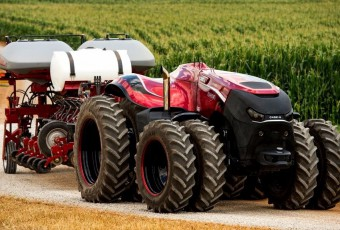 Case_IH_Magnum_Autonomous_Concept_Tractor_on_the_road_with_t_Main